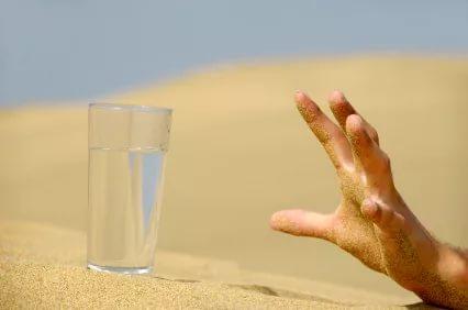 рука стакан