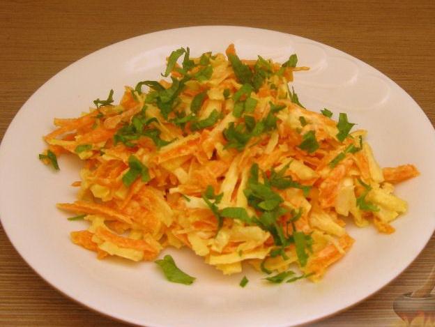 салат с сельдеем и морковкой