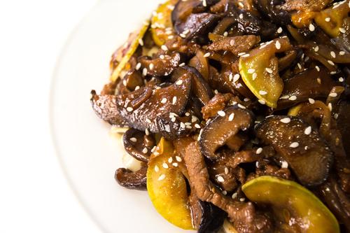 телятина с грибами шиитаке